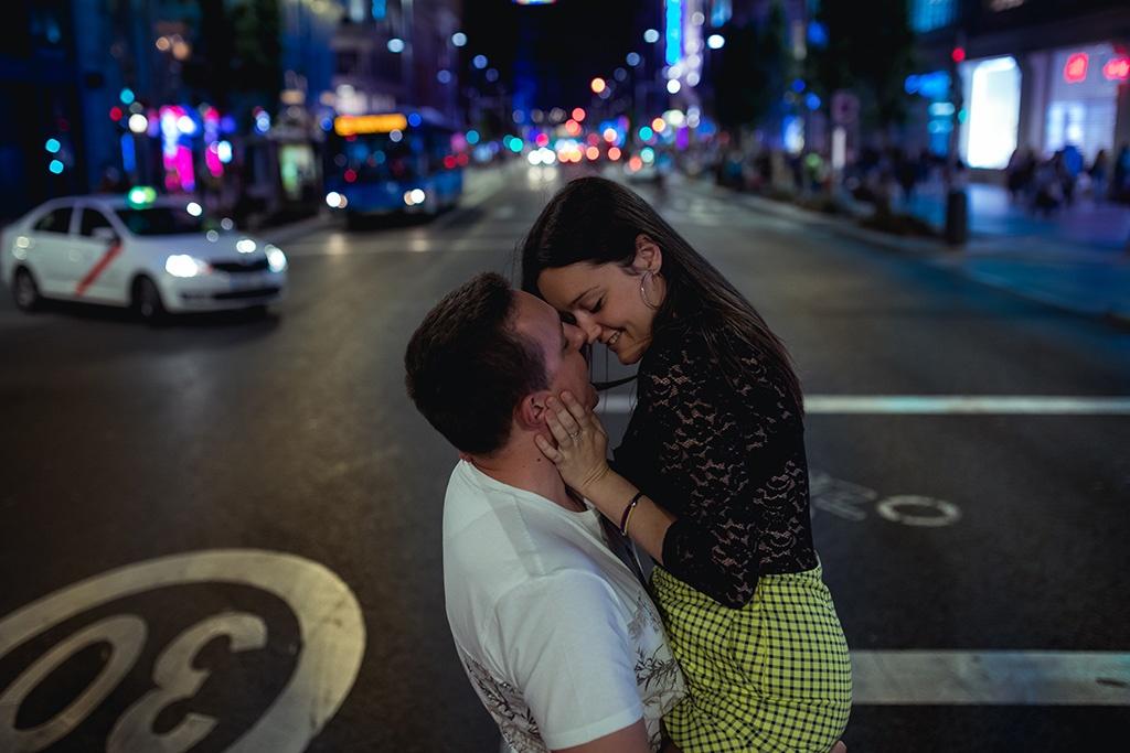 Sesión de fotos preboda en la Gran Vía de Madrid